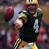Brett Favre gets off a second quarter pass in Super Bowl 31