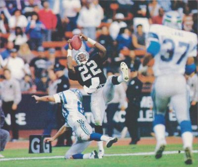 Oakland Raiders Hall of Fame Defensive Back Mike Haynes