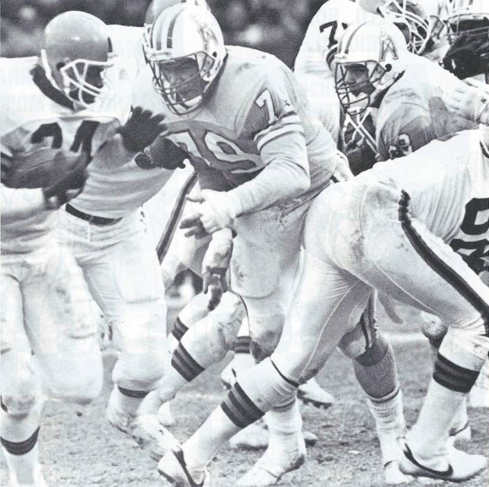 Houston Oilers defensive end Ray Childress