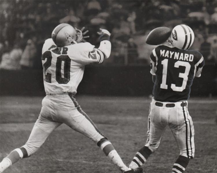 Miller Farr defending against Don Maynard
