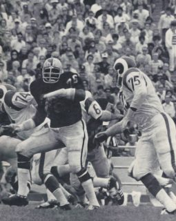 Deacon Jones against the Raiders Bob Brown in 1971