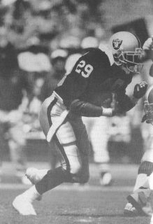 Eric Dickerson of the Los Angeles Raiders