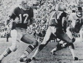 49ers QB John Brodie Runs Behind the Blocking of R.C. Owens in 1960